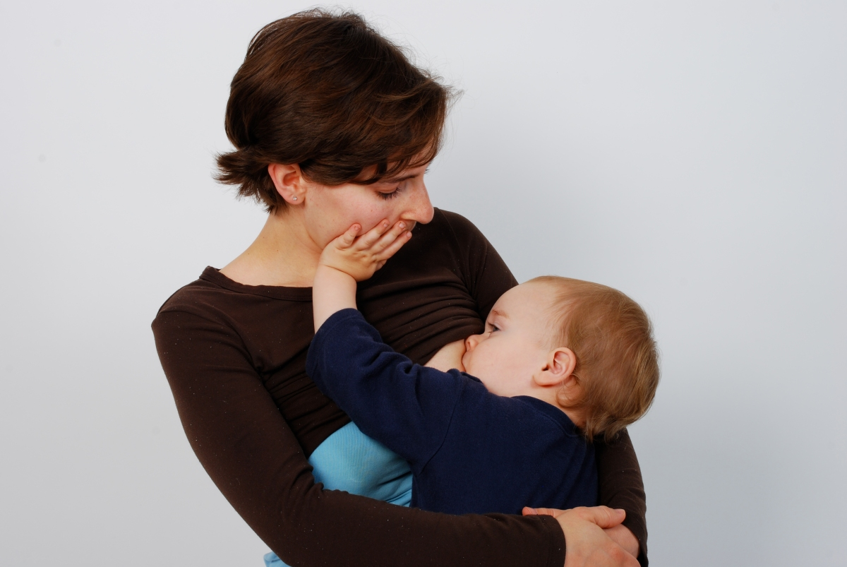 the benefits of breastmilk and breastfeeding Breastfeeding also lowers your risk of breast and ovarian cancer it may lower your risk of osteoporosis , too since you don't have to buy and measure formula, sterilize nipples, or warm bottles.